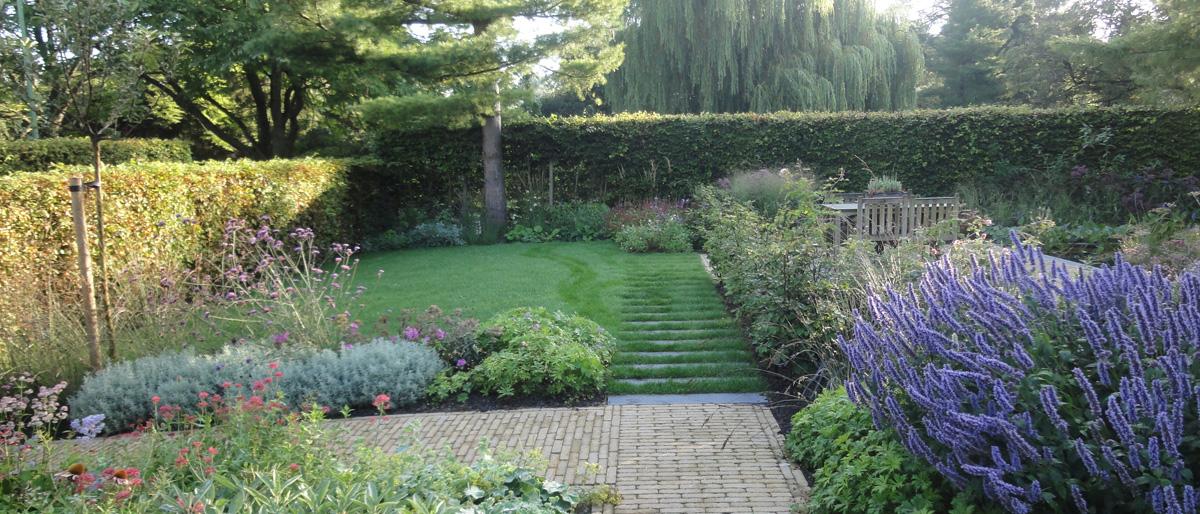 Permalink to:Bomen en planten maken de tuin